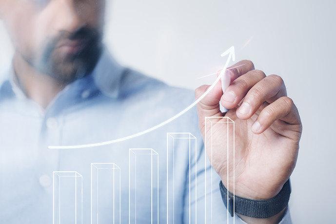 man-giving-business-presentation-using-high-technology-digital-pen