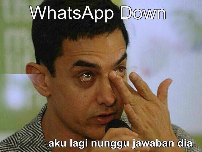 698879-meme-whatsapp-down-