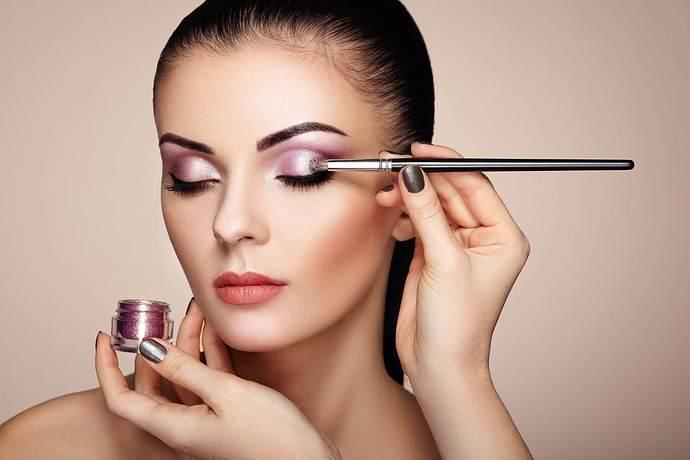 colour-cosmetics-glitter-eyeshadow-woman-17_58_661113