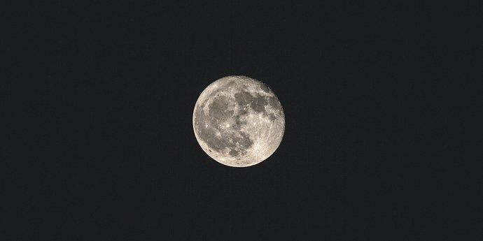 black-dark-sky-full-moon-hd-wallpaper-1705851