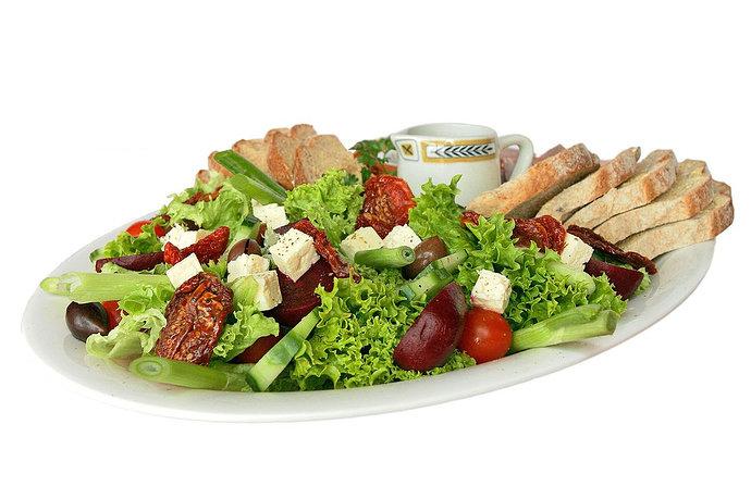 Kira-kira sayuran apa saja yang bisa dijadikan salad sayur?