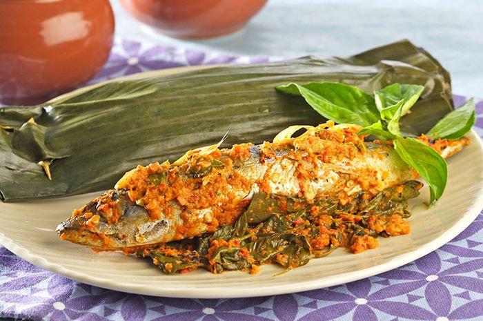 Mengapa ikan pepes lebih enak di gado dengan nasi hangat?