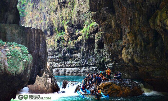 body-rafting-green-canyon-pangandaran