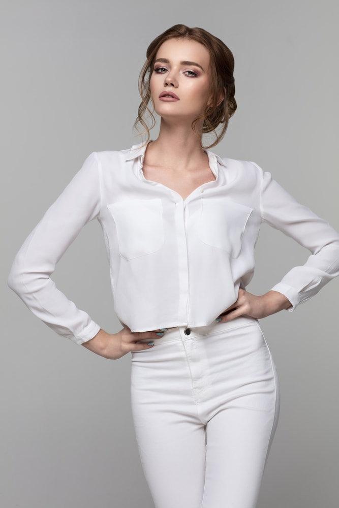 pose foto model untuk fashion