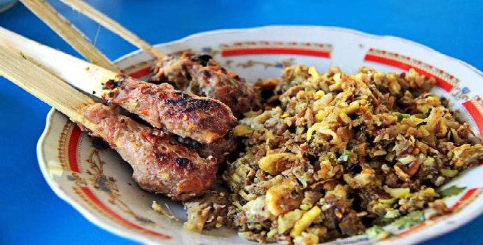 Sebutkan kuliner yang banyak di buru di Kota Denpasar!