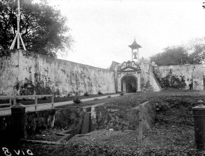 Bagian luar Benteng Oranje di masa Hindia Belanda