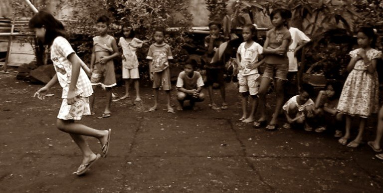 Bagaimana Asal Usul Permaianan Tradisional Engklek Permainan Tradisional Dictio Community