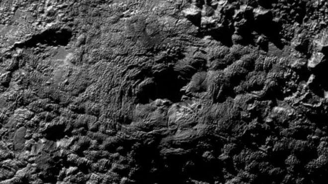 gunung berapi di planet pluto