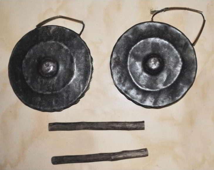 alat-musik-tradisional-yang-dipukul-faritia