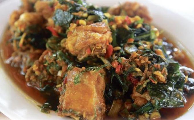 menu-ayam-bumbu-rw-restoran-kampoeng-minahasa-ring-road