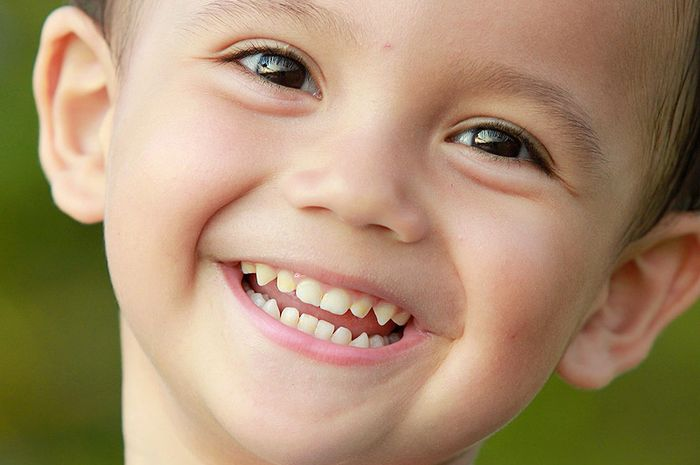 4447_kebiasaan-buruk-yang-bikin-gigi-anak-berantakan
