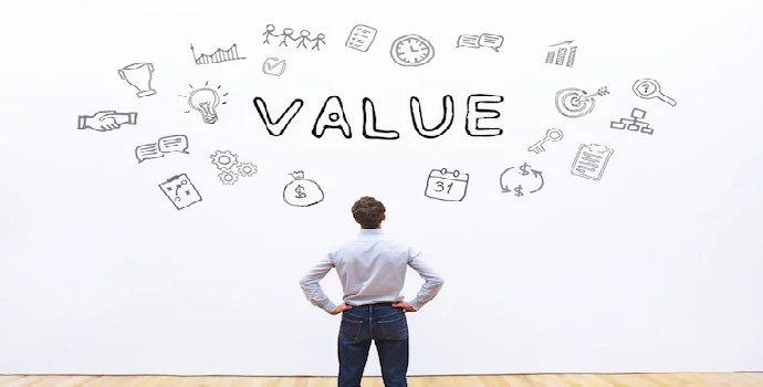 Apa perbedaan antara present value dengan future value ?