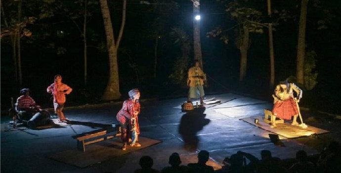 Bagaimana peran musik dalam pertunjukan teater ?