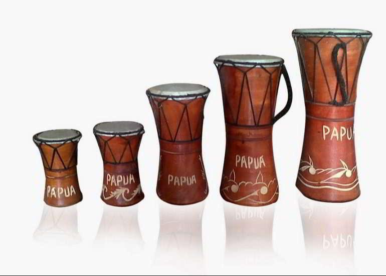 alat-musik-tradisional-yang-dipukul-tifa