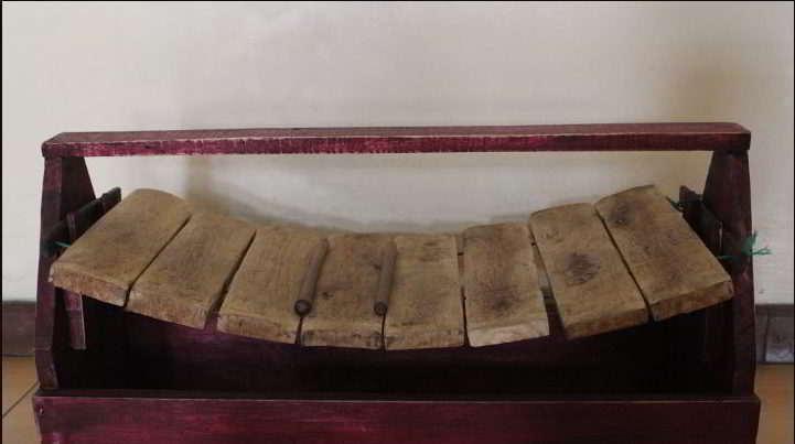 alat-musik-tradisional-yang-dipukul-garantung