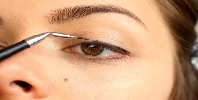memilih eyeliner brush/kuas eyeliner