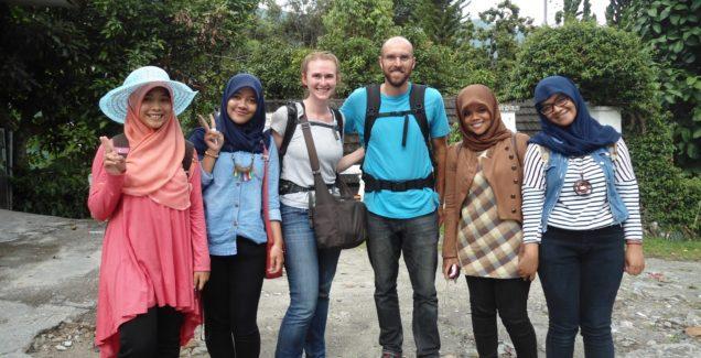 4.-Perbedaan-Gaya-Liburan-Turis-Bule-dengan-Turis-Indonesia-636x325