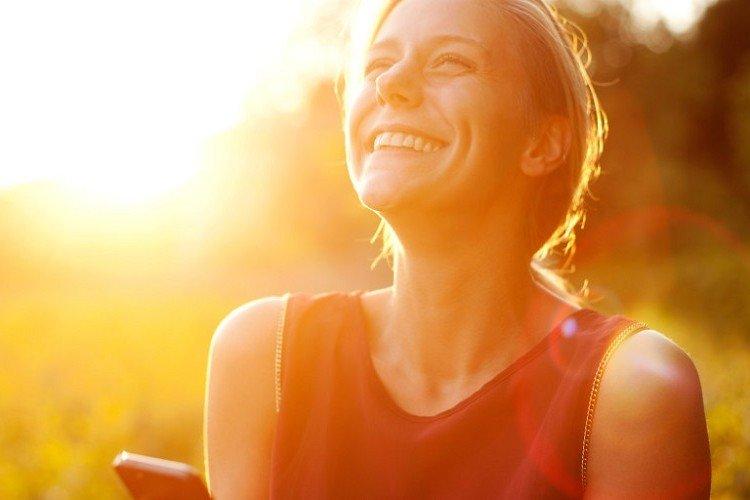 happy-woman-image-1024x512-fda4a25c3190b878f7bd55838303c2eb_750x500