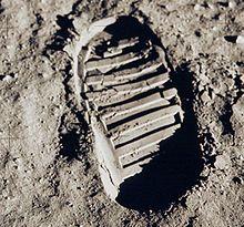 220px-Apollo_11_bootprint_2