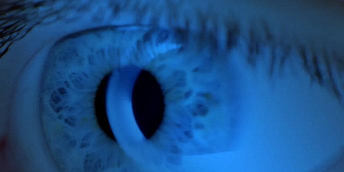Sinar biru pada mata