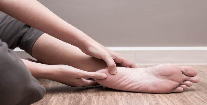 tumit kaki