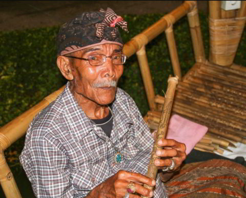 Cara-memainkan-alat-musik-flute