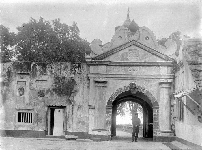 Bagian dalam Benteng Oranje di masa Hindia Belanda
