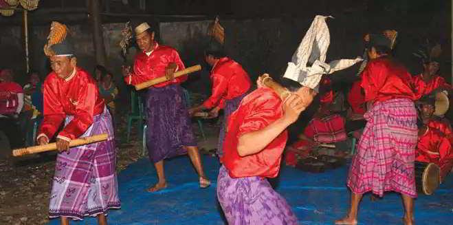 Sebutkan acara/kegiatan apa saja yang menggunakan alat musik tradisional Gendang bulo ? - Seni ...