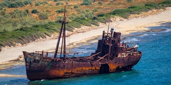 wisata bangkai kapal