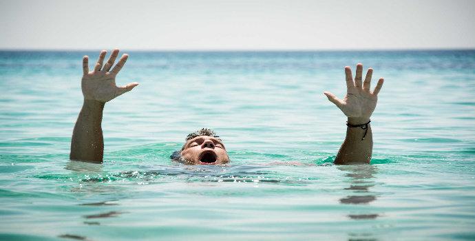 pertolongan pada orang yang jatuh ke laut