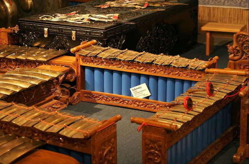 alat-musik-tradisional-yang-dipukul-gender