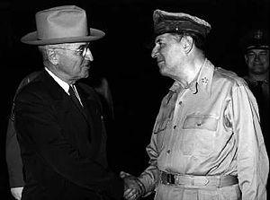 300px-Truman_and_MacArthur