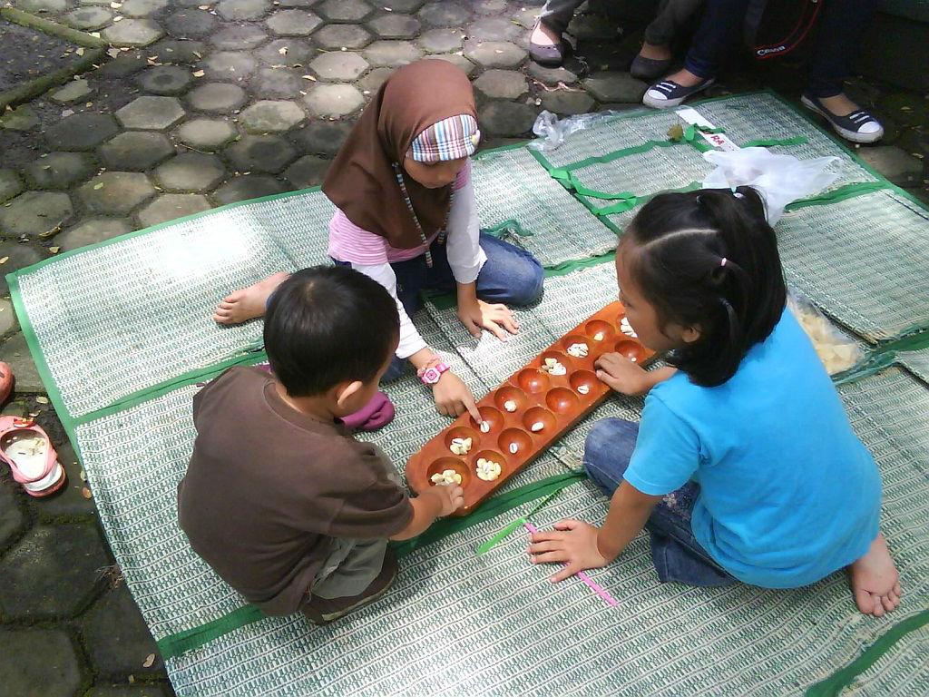 Manfaat Bermain Congklak Untuk Perkembangan Anak