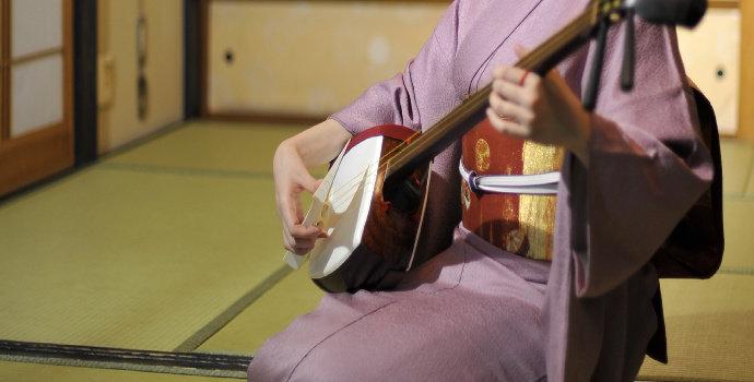 Apa yang Anda ketahui tentang alat musik shamisen ?