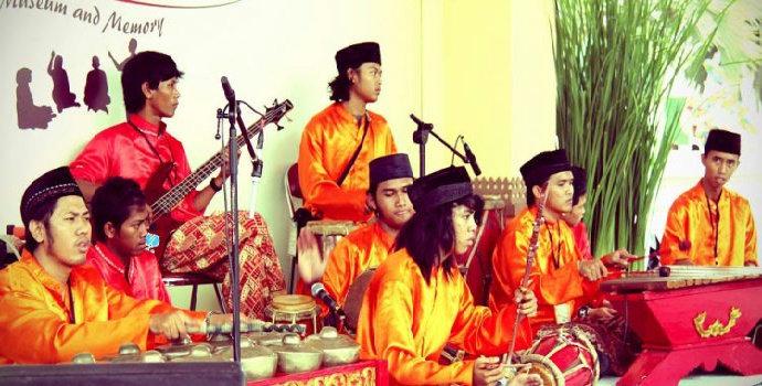 Bagaimana sejarah adanya musik gambang kromong ?