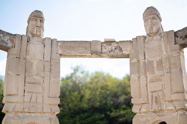 monument-men-holding-hands-making-circle-sculpture-moldova_1268-15684