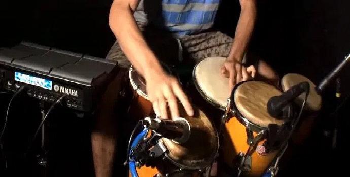 Bagaimana karakteristik musik dangdut bergenre koplo ?