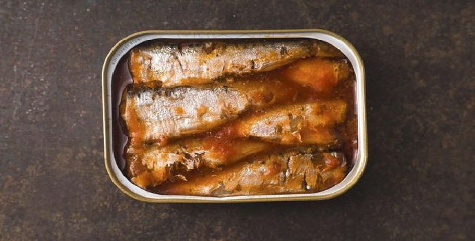 Apakah makanan yang tersimpan dalam kaleng bisa basi?