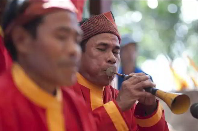 alat-musik-tradisional-yang-ditiup-sarone