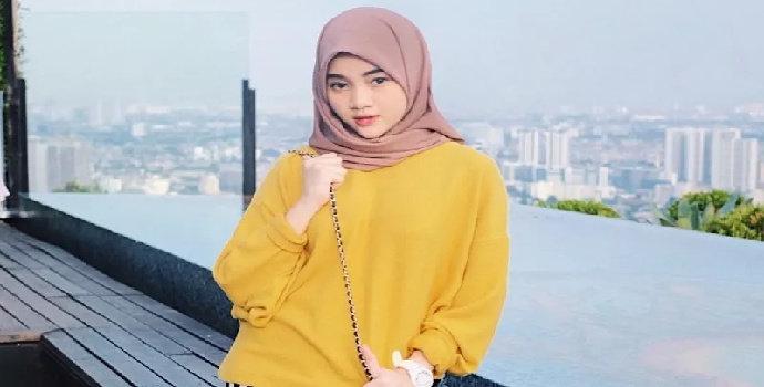 baju kuning dan cokelat