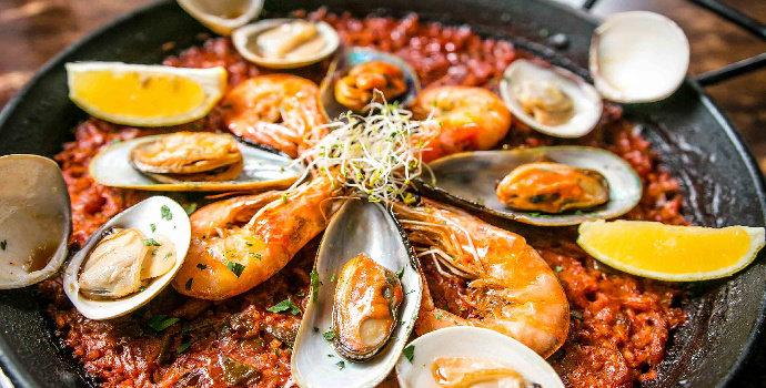 Bagaimana cara membuat paella seafood?