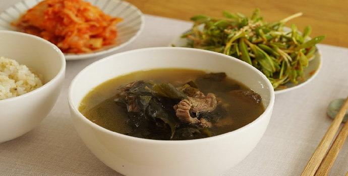 Resep mieyok-guk (sup rumput laut khas Korea)