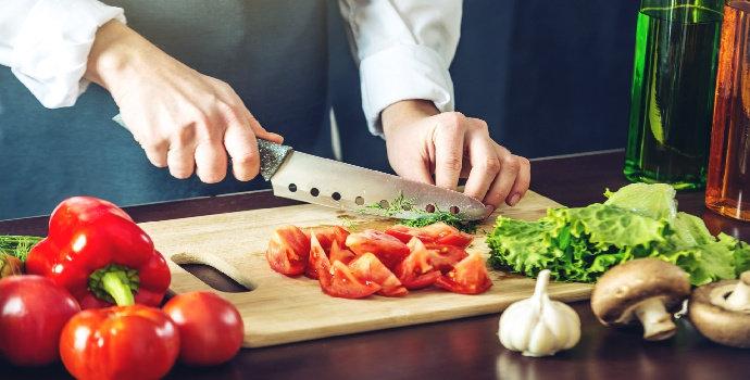 Bagaimana cara memotong sayuran ala chef profesional?
