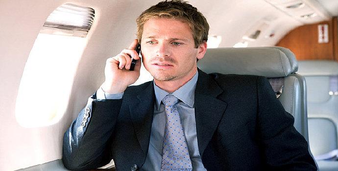 Mengapa Perlu Mematikan Ponsel di Pesawat Terbang