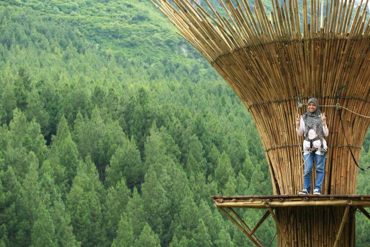 bamboosky-the-lodge-maribaya-kesiniaja