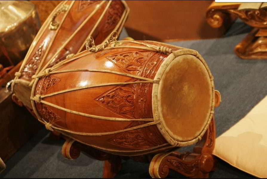 alat-musik-tradisional-yang-dipukul-khendang