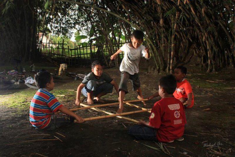 Bagaimana Cara Bermain Permainan Tradisional Rangku Alu Permainan Tradisional Dictio Community
