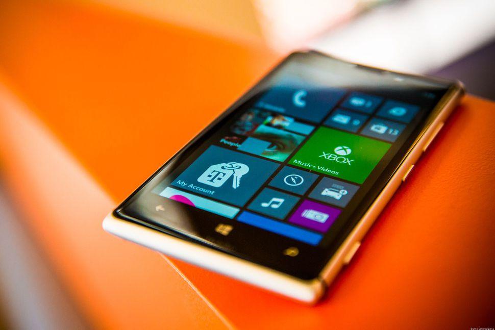 Nokia-Lumia-925-9525