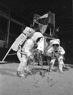250px-Apollo_11_Crew_During_Training_Exercise_-_GPN-2002-000032