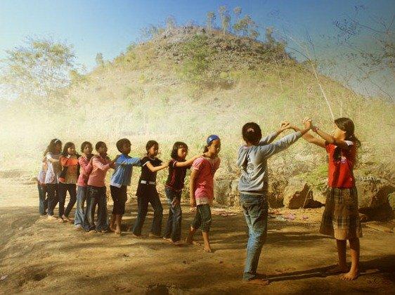 Bagaimana Sejarah Dan Cara Bermain Permainan Tradisional Ular Naga Permainan Tradisional Dictio Community
